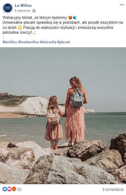"""Przykład zdjęcia """"na żywo"""" - kobieta z córką z pojemnymi plecakami"""
